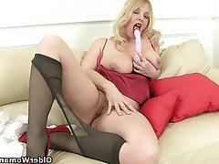 Hot sexy tits milf