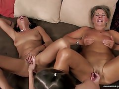 young-lesbian-group-sex-videos-obease-spreading-legs