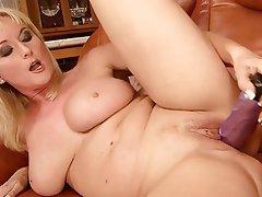 Blonde milf jodi masturbarting